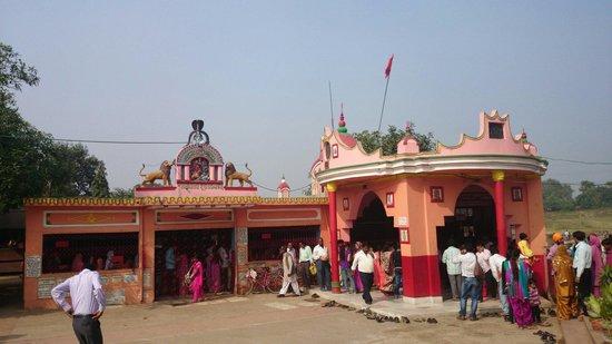 Asansol, India: Ghagar buri mandir.....