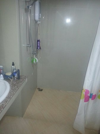 Suanwaruan Hotel: Bathroom