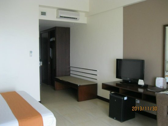 Taal Vista Hotel: Our room