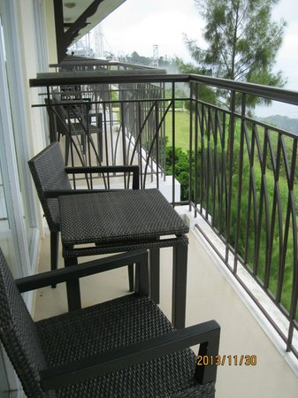 Taal Vista Hotel: Our room's balcony