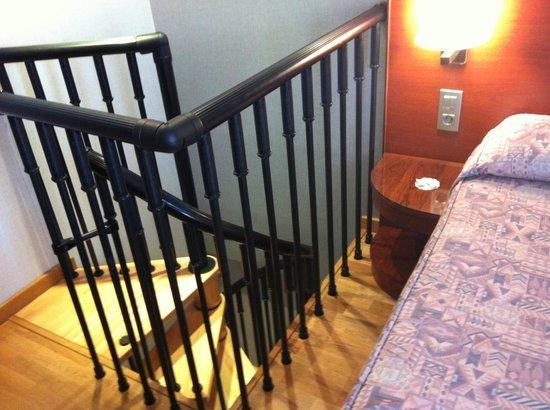 Rialto Hotel: 螺旋階段をあがるとベッドだった~