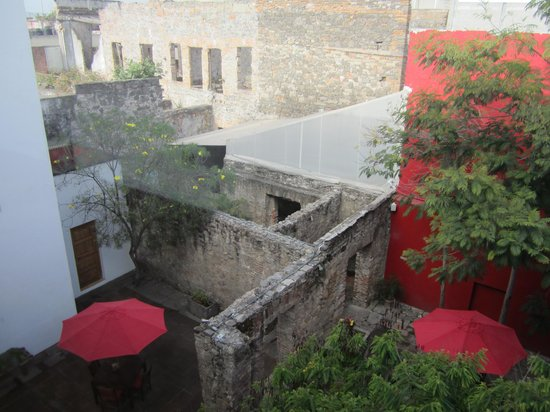 Casareyna Hotel: Looking into one of the courtyards