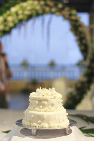 New Star Beach Resort: Beautiful wedding cake included in package