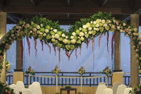 New Star Beach Resort: Amazing detail in flower arrangements