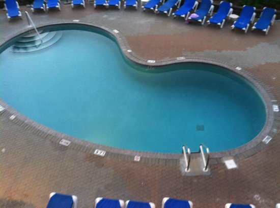 Hampton Inn Pensacola Beach: Pool area