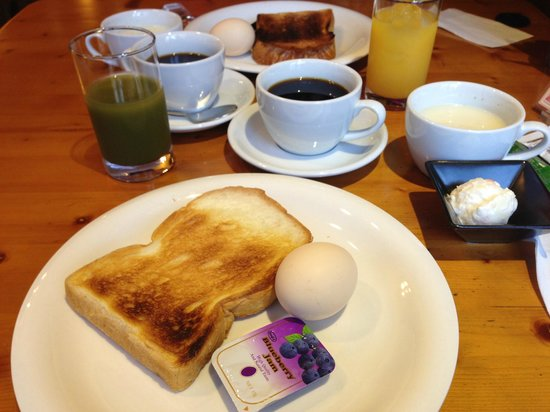 Kobe Kita-No-Saka Hotel : 朝食のパンは無料です