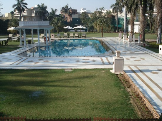 The Gateway Hotel, Agra: MUY BELLA PISCINA