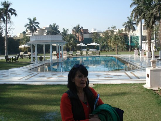 The Gateway Hotel, Agra: POSANDO EN LA PISCINA YO