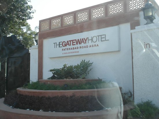 The Gateway Hotel, Agra: ENTRADA BELLA DEL HOTEL