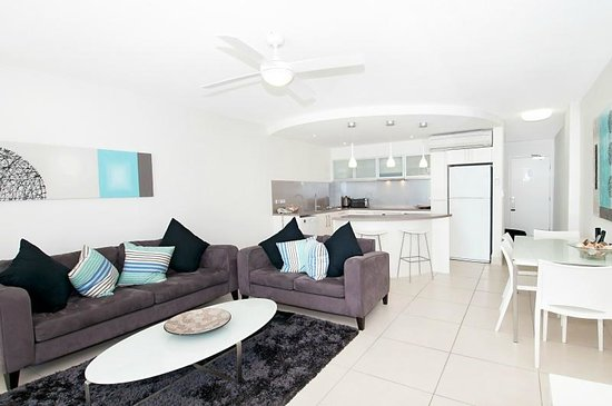 Fairshore Beachfront Apartments: Direct Beach Access