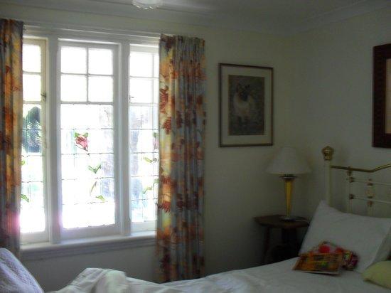 Hillside Country Retreat: Bedroom