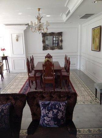 Dhavara Hotel: хол второго этажа