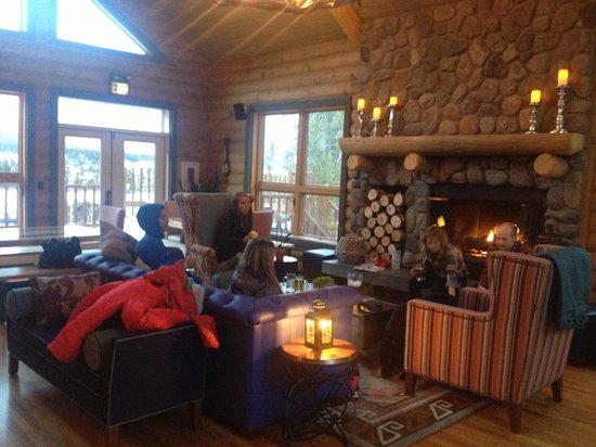 The Bivvi Hostel: Living area with tons of seating, great views, and fireplace
