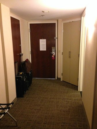 Crowne Plaza St Louis Airport: Large Room Entry - Executive King Room