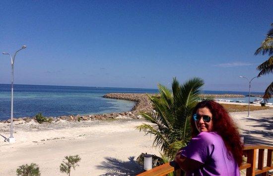 Ocean Vista Maafushi Maldives: вид с террасы отеля