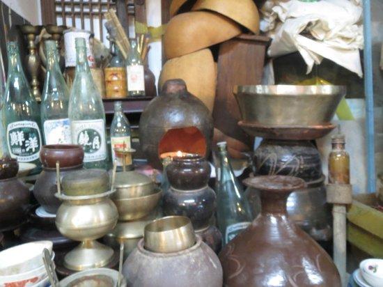 Seoul Folk Flea Market: some antiques