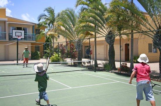 Coolum Beach Getaway Resort: Tennis Court