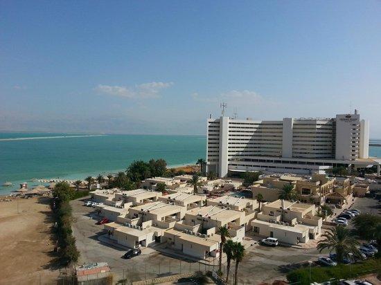 Hod Hamidbar Resort and Spa Hotel : Вид из номера на отель Цель Харим