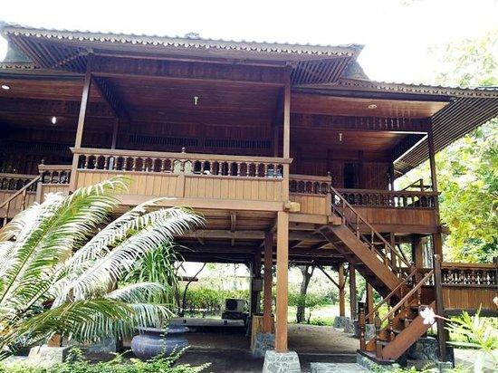Pulau Bidadari Resort: Bangau wooden cottage