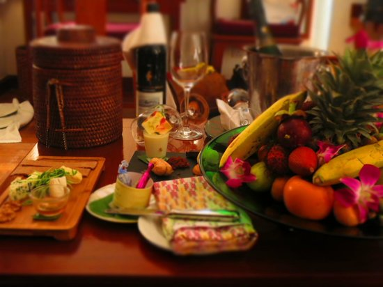 Belmond Governor's Residence: our welcome with champagne, cheeses, chocolates, and flowers