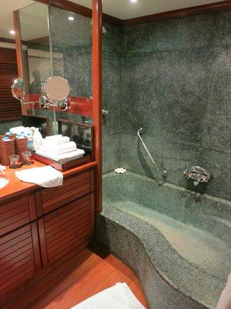 Belmond Governor's Residence : lovely tub
