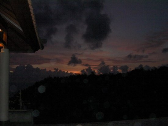 Banyan Tree Ungasan, Bali: Sunset from Main Pool