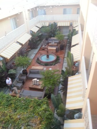 Hollywood Hotel : garden and smoking area