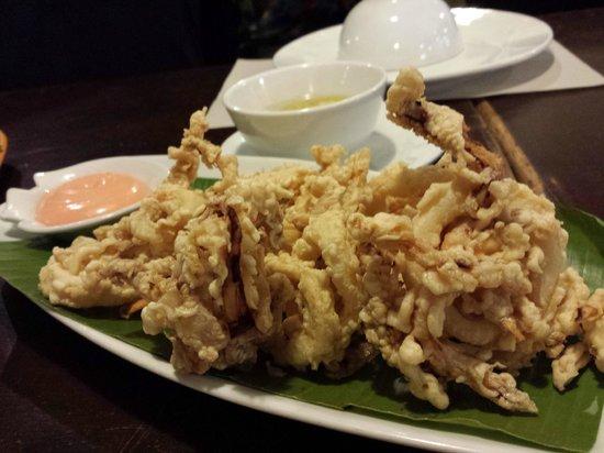 Ocho Seafood Grill : Fried calamari
