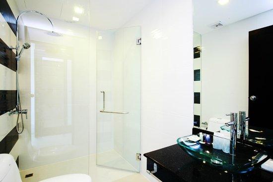 Baan Sabai Phuket: Bathroom