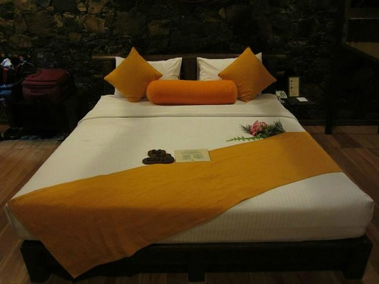 98 Acres Resort and Spa: Deluxe bed