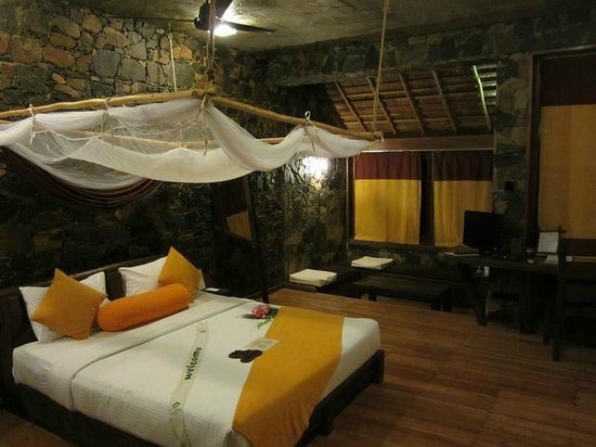 98 Acres Resort and Spa: Deluxe room interior