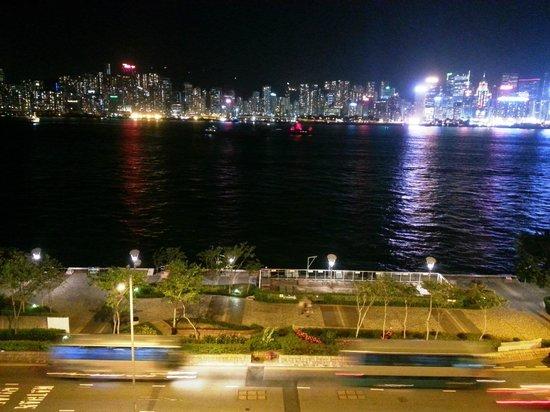 Kowloon Shangri-La Hong Kong: night view from room