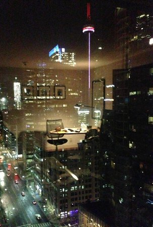 Hilton Toronto: Night view of the CN Tower from a King Deluxe Corner Room