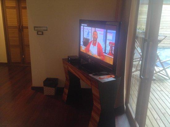 Tango Luxe Beach Villa: TV