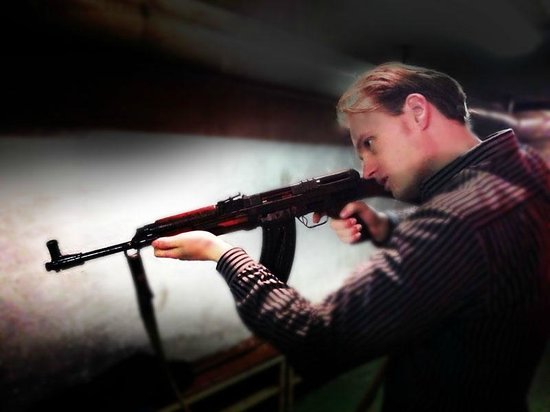 Communism and Nuclear Bunker Tour : Me holding a rifle for the first time in my life.