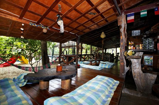 Mai Pen Rai Bungalows: Bar- restaurante con zona chill out