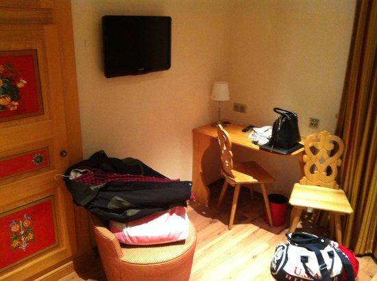 Hotel Saint Martin : chambre superieur, ecran plat et bureau