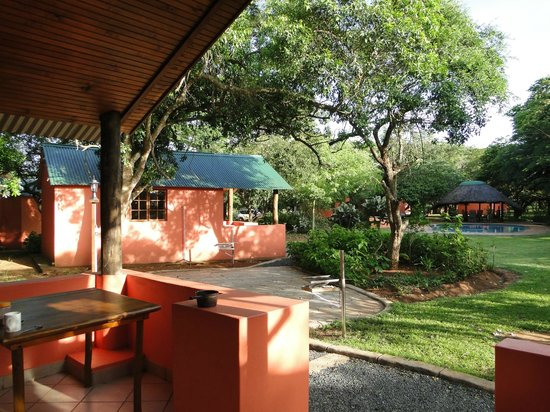 Bushbaby Lodge & Camping : Chalet with communal kitchen and ablutions