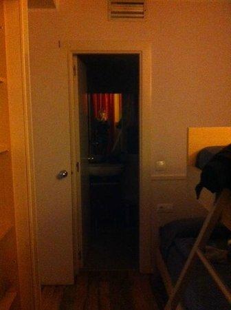 Hotel Exe Prisma: Puerta de acceso habitacion litera