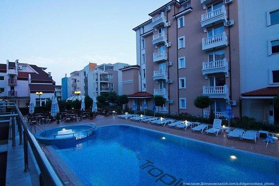Tropics Hotel: Бассейн, зона отдыха