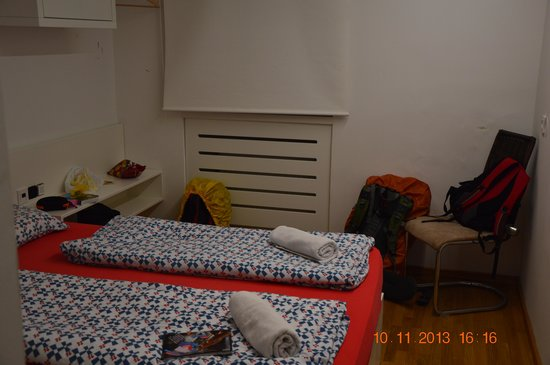 H2O Hostel: The Room