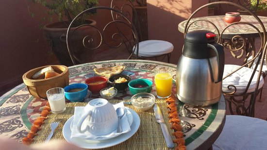 Riad Mariana: Breakfast on the terrace in December morning, feels good, with homemade jam, even better.