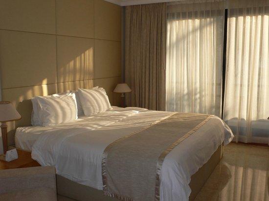 Dubai Marine Beach Resort and Spa : camera standard con bacone
