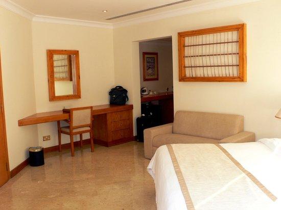 Dubai Marine Beach Resort and Spa : camera standard con balcone