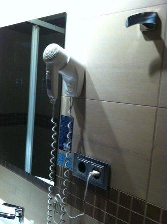 Hotel Maza: bagno