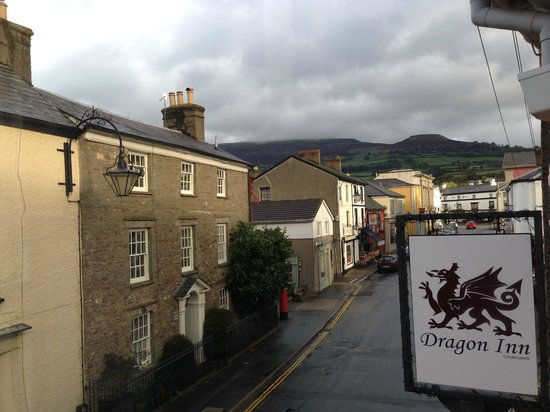Dragon Inn Crickhowell: View From Dragon - Crickhowell High Street