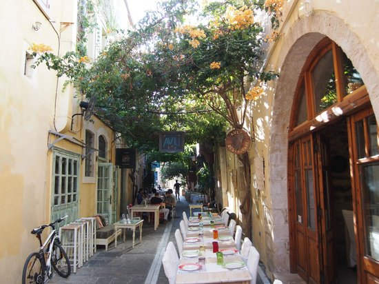1600 Raki Ba Raki: charming street tables