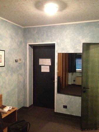 Comfort Hotel Europa Genova City Centre : Particolare camera 2