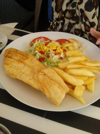 Sol y Mar Cafe: fish and chips special