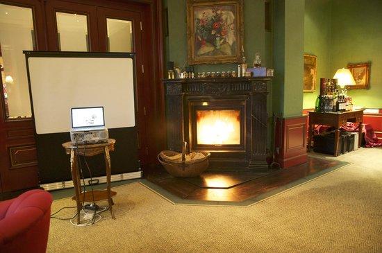 Le Palais Art Hotel Prague: Fireplace